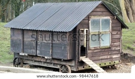 https://i2.wp.com/image.shutterstock.com/display_pic_with_logo/952678/98447618/stock-photo-old-hen-house-on-wheels-98447618.jpg
