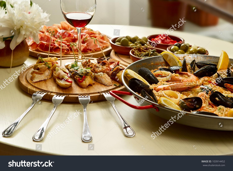91 Spanish Table Setting