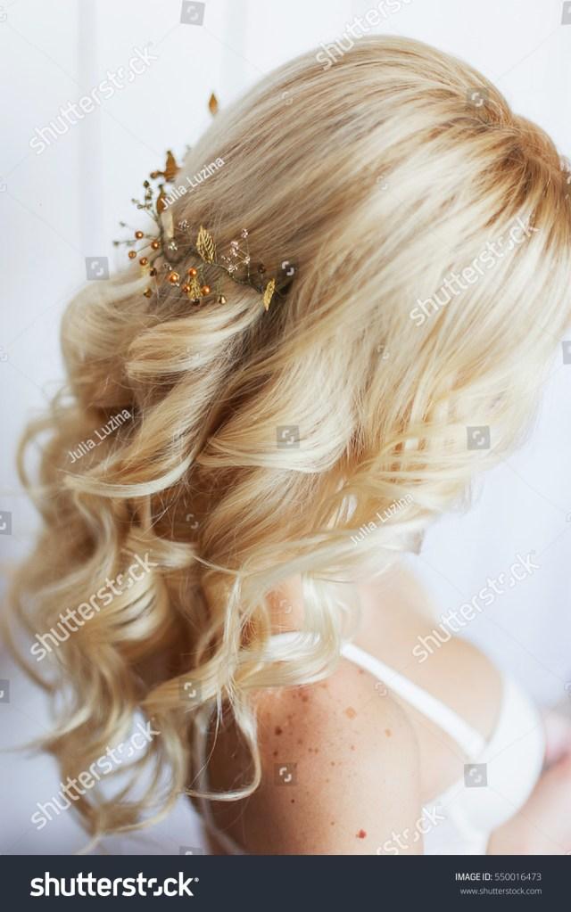 tender wedding hairstyle accessories long blond stockfoto