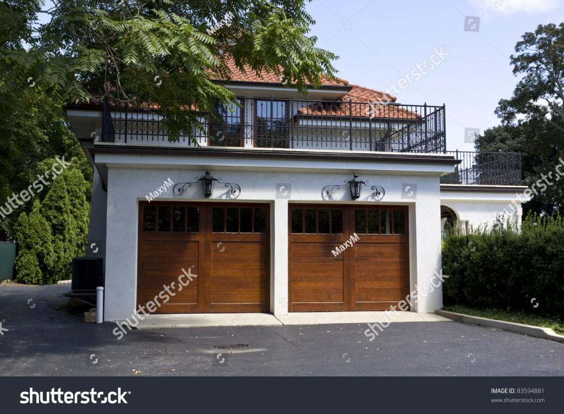 American Garage Home - stock-photo-traditional-american-garage-with-dark-wooden-door-83594881_Must see American Garage Home - stock-photo-traditional-american-garage-with-dark-wooden-door-83594881  Collection_859068.jpg
