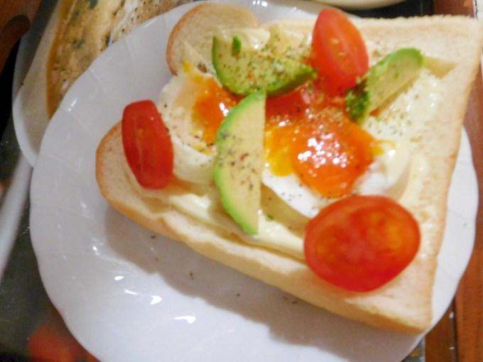 卵とアボガドのオープンサンド