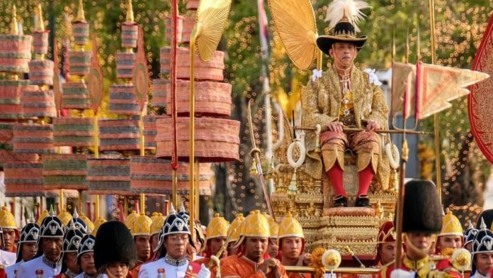 Krönungsprozession: So prunkvoll verläuft die Krönungszeremonie von Thailands neuem König
