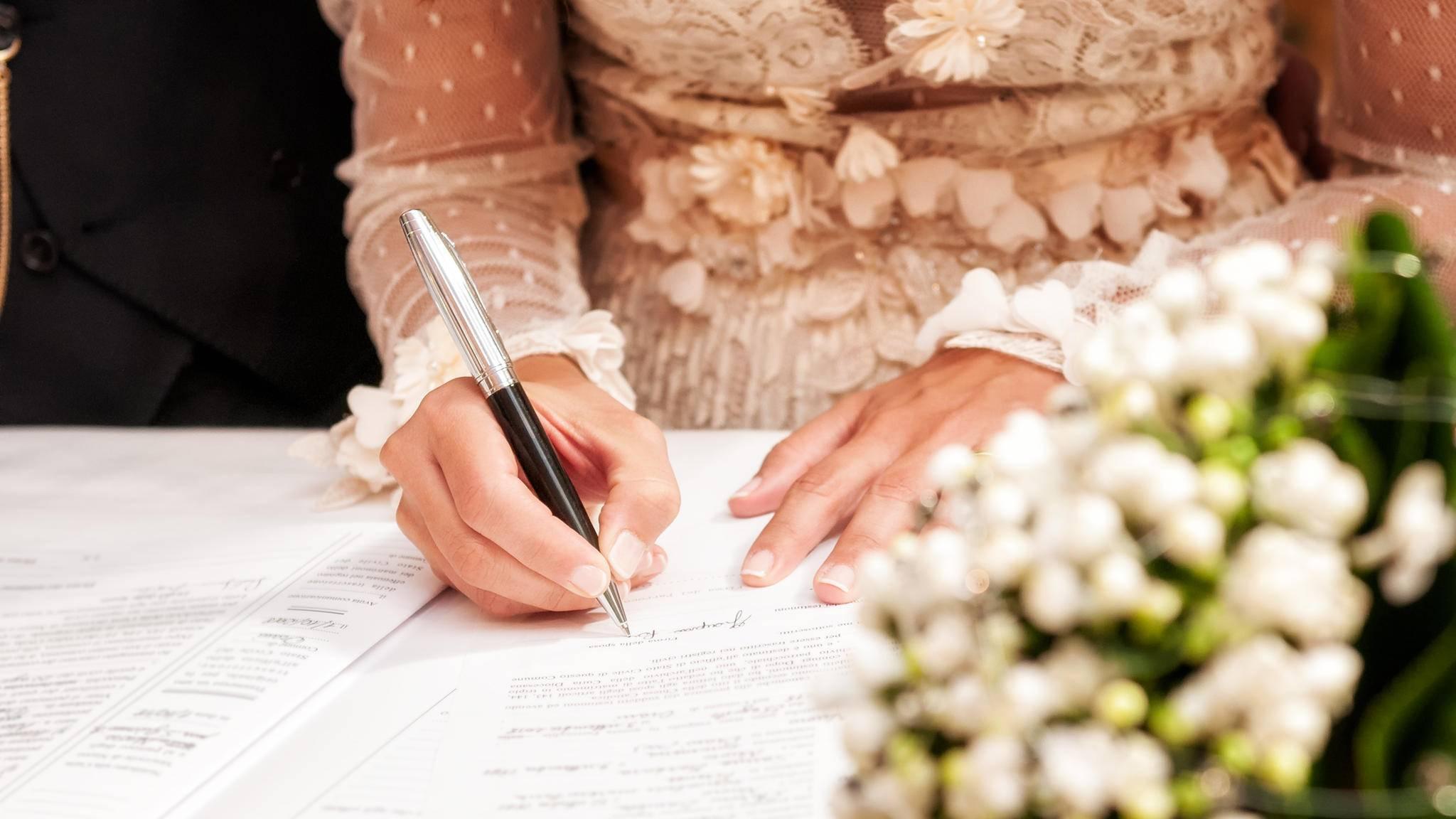 Steuer Und Finanzen Was Sich Nach Der Heirat Andert