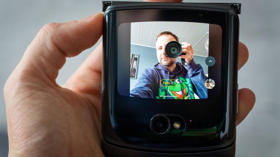The mini display becomes a camera viewfinder