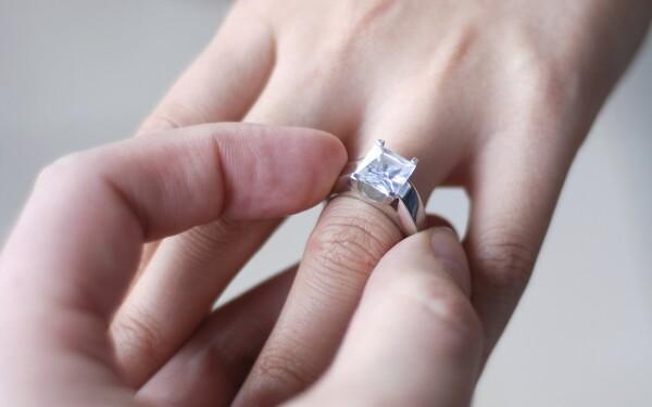 Imagini pentru poze cu cereri in casatorie