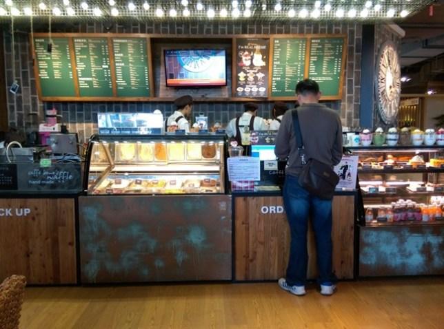 IMAG16921 左營-Caffe Bene韓風咖啡館咖啡陪你 不過就只是咖啡館