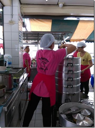 10_thumb9 Bangkok-水門 海南雞飯Kai Ton Pathumwan 粉紅制服