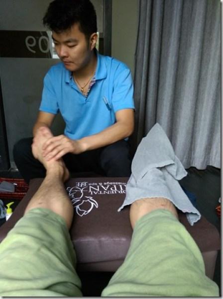 07_thumb5 Beijing-臨走前按摩一下走累的腳 東方大班