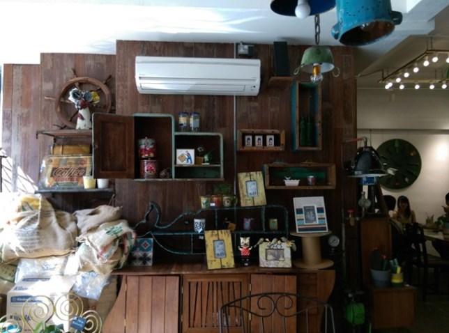 AEIOU09 Singapore-AEIOU 叮叮噹噹充滿手創鐵件木作特色咖啡廳