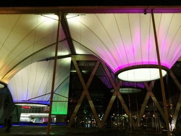 111107 鳳山-大東文化藝術中心 大漏斗造型點上燈更吸睛