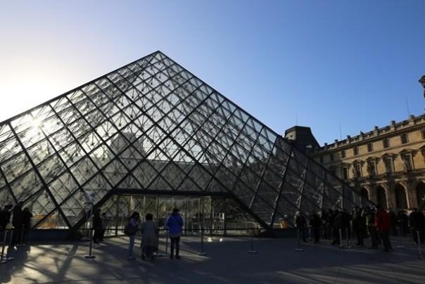 11111003 Paris-巴黎羅浮宮Musee du Louvre 藝術殿堂眼花撩亂看不完 一馬當先看蒙娜麗莎