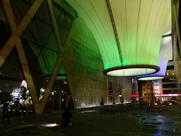 111113 鳳山-大東文化藝術中心 大漏斗造型點上燈更吸睛
