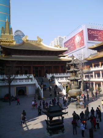 1358695657-1049114618-e1439307568752 Shanghai-靜安寺 精華區中的寺廟