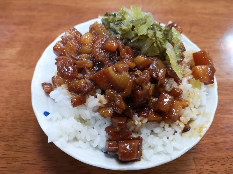 happyportrice3 竹北-黑皮驊魯肉飯 魯肉飯好好吃喔