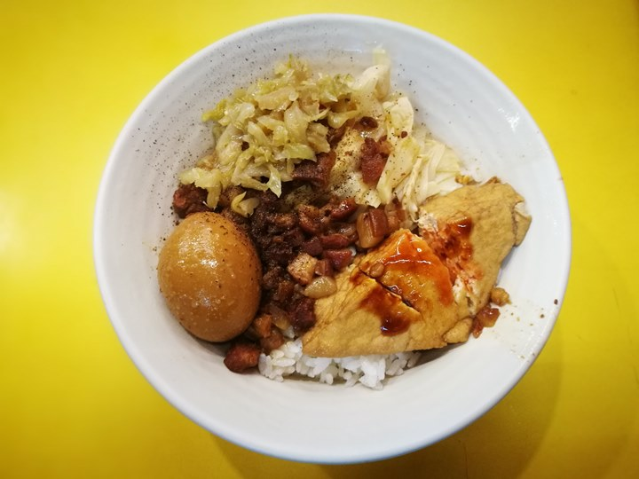kinlien4 新竹-金連滷肉飯 軟嫩綿密的滷肉香甜可口
