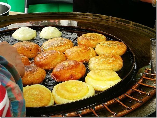 koreansugercake7_thumb Seoul-首爾街頭小吃糖餅 外酥內甜 天冷好夥伴