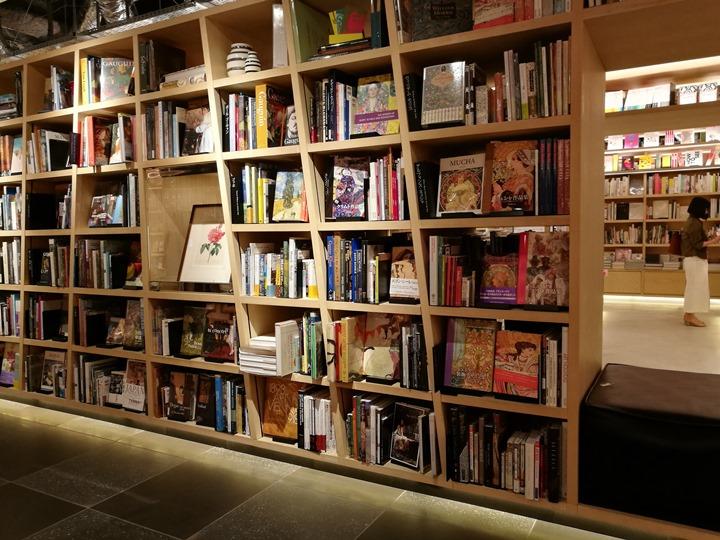 gsixtsutaya08 Ginza-銀座最新購物商場 GSIX櫃櫃都美 蔦屋書店 始終美麗的設計書店