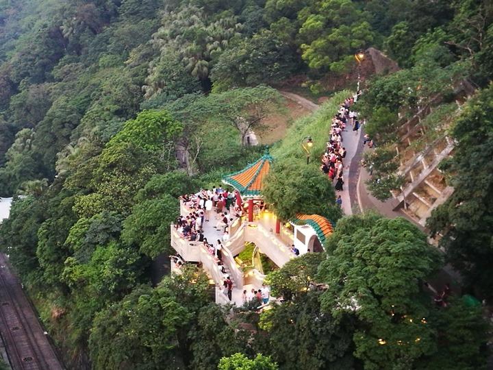 thepeak15 HK-擁擠的太平山The Peak 太平山夜景香港城市的擁擠