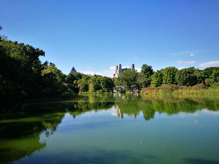 centralpark13 New York-果真大蘋果之紐約真好玩 中央公園 躺著曬太陽也愜意的好所在