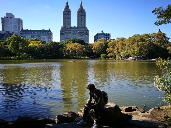 centralpark27 New York-果真大蘋果之紐約真好玩 中央公園 躺著曬太陽也愜意的好所在