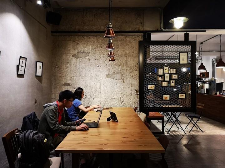 dawncafe14 新竹-續日Cafe 低調靜謐的工業風 清爽細緻的單品咖啡