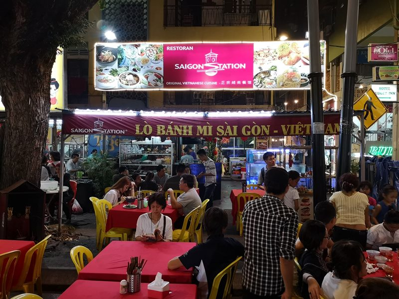 WAW04 Kuala Lumpur-吉隆坡必訪亞羅街夜市街 名店黃亞華 推薦烤雞翅與鹹蛋魷魚