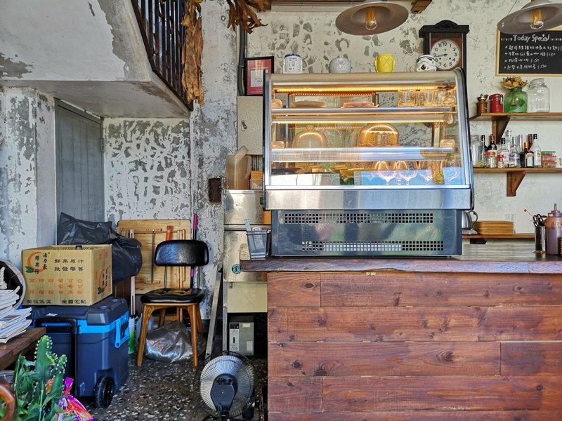 glow16 中壢-小舊閣樓 斑駁老屋文青河景咖啡館 晚上來則是閃亮的酒吧