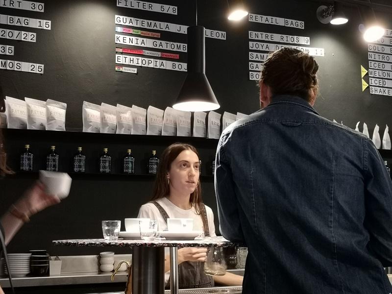 nomad05 Barcelona-巴塞隆納Nomad Coffee Lab & Shop美女執壺 好看也好喝