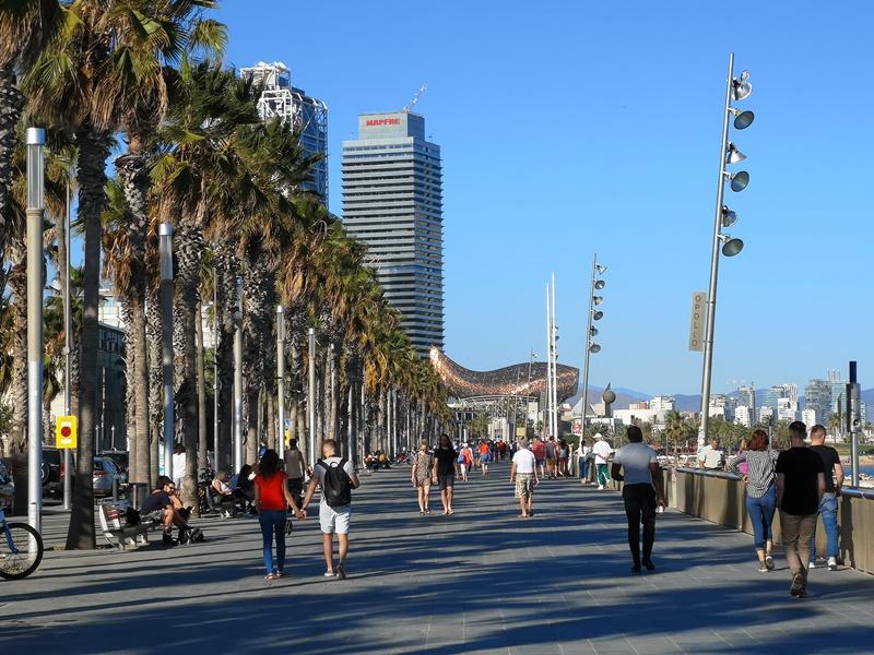 barcelonabeach17 Barcelona-嗨!地中海你好!! 巴塞隆納海岸Platja de la Barceloneta 海天一線超美