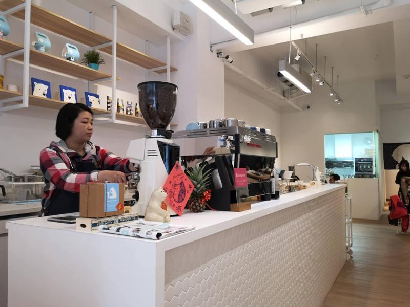 number13cafe08 中壢-Number 13 Cafe純白與浪漫的藍 中原大門網美咖啡館