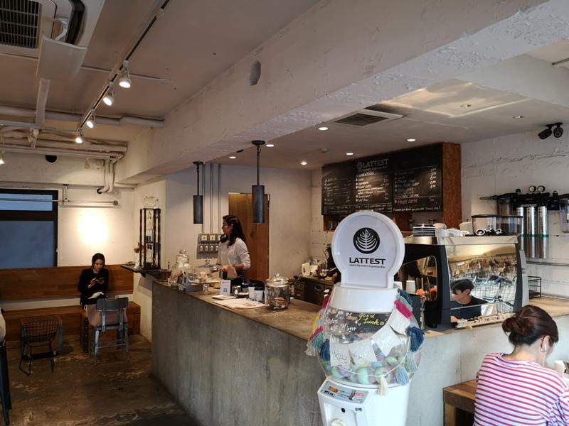 lattestcofffee08 Omotesando-Lattest Espressso Bar表參道小巷內超多可愛小店...走累了來杯拿鐵
