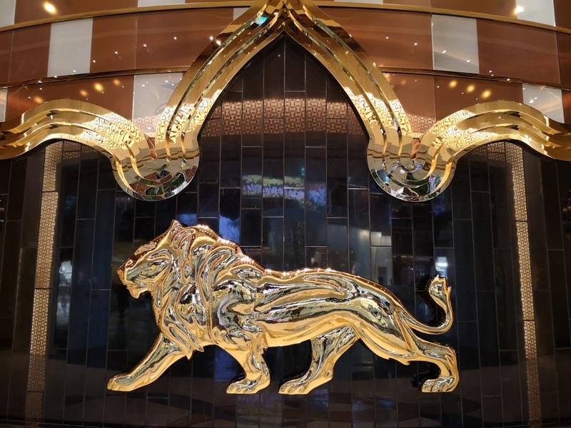 mgm11 Macao-澳門美獅美高梅MGM宛如美術館的購物中心 賭也要賭的優雅