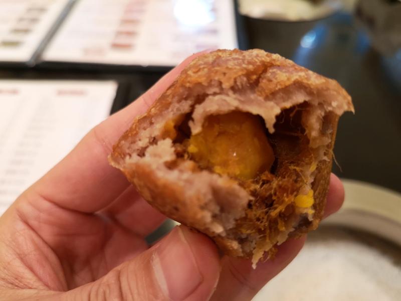 liuyuzi14 中山-劉芋仔 蛋黃芋餅香酥芋丸 米其林必比登推薦 人龍等待的芋頭小點