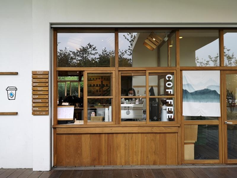 bluebeans01 竹北-藍豆咖啡 帶著現代清爽明亮的日式空間 喝杯咖啡感受小學校人文氣息