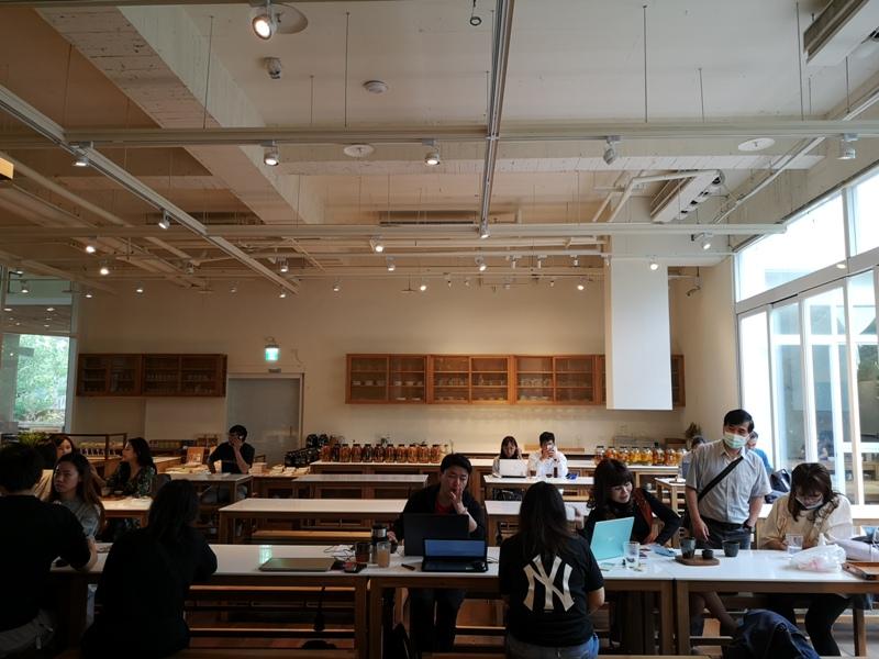 bluebeans11 竹北-藍豆咖啡 帶著現代清爽明亮的日式空間 喝杯咖啡感受小學校人文氣息