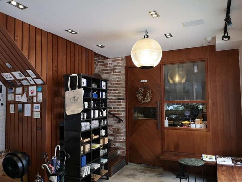 hausinc10 台中北區-HAUSINC CAFE簡約現代明亮舒適 一杯咖啡飲春光