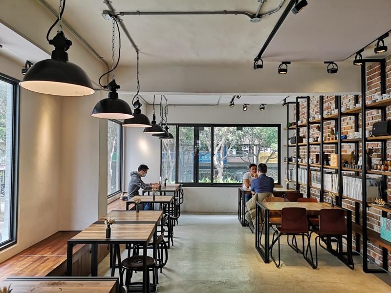 hausinc12 台中北區-HAUSINC CAFE簡約現代明亮舒適 一杯咖啡飲春光