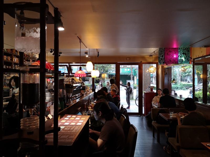 rufouscoffee11 大安-Rufous Coffee Roasters帶著神秘感有點老派的知名咖啡館