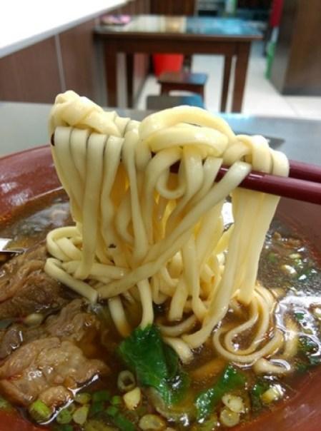 8810 新竹-88巷牛肉麵 好吃但湯頭跟泡麵有點像 水餃酸辣湯超搭