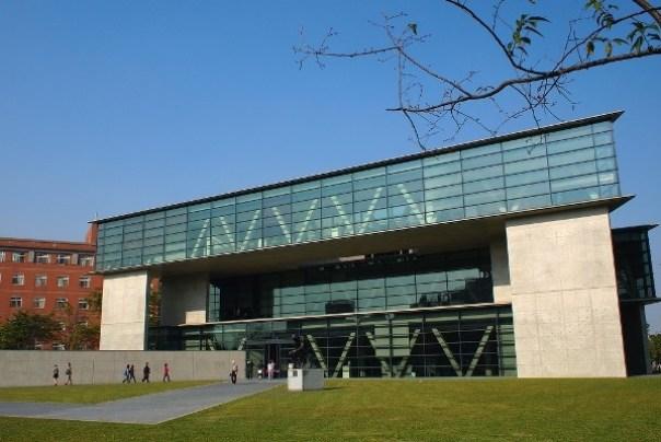 Ando01 霧峰-亞洲現代美術館(亞洲大學內) 大師就是大師 安藤忠雄 清水模三角形與光 大破大立展覽吸引人