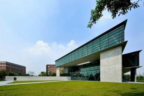 Ando03 霧峰-亞洲現代美術館(亞洲大學內) 大師就是大師 安藤忠雄 清水模三角形與光 大破大立展覽吸引人
