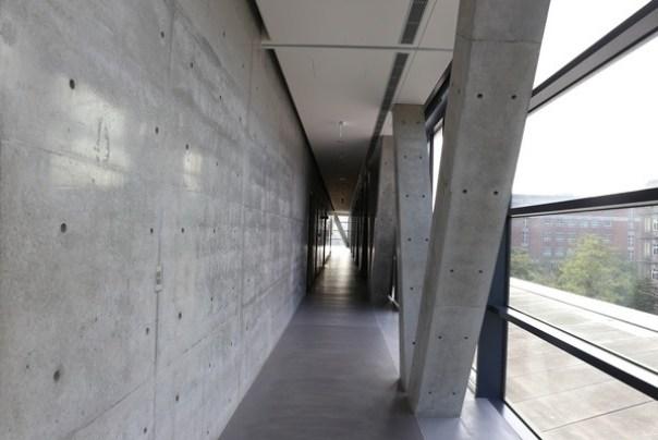 Ando33 霧峰-亞洲現代美術館(亞洲大學內) 大師就是大師 安藤忠雄 清水模三角形與光 大破大立展覽吸引人