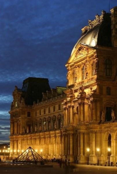 Le_Louvre_-_Aile_Richelieu Paris-巴黎羅浮宮Musee du Louvre 三寶還有勝利女神跟斷臂維納斯