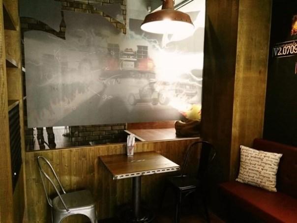 cafe08 苓雅-麓琦咖啡道館 科技工業風當道 愛因斯坦也坐鎮