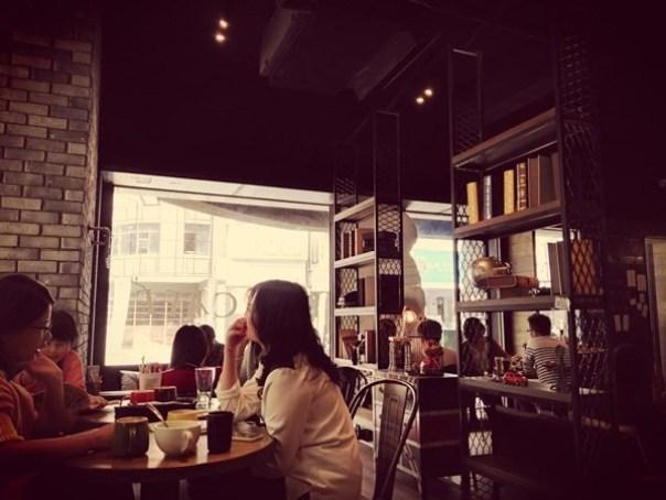 cafe09 苓雅-麓琦咖啡道館 科技工業風當道 愛因斯坦也坐鎮