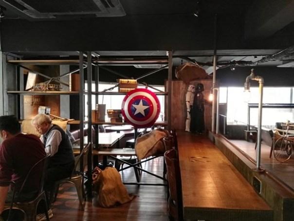 cafe14 苓雅-麓琦咖啡道館 科技工業風當道 愛因斯坦也坐鎮