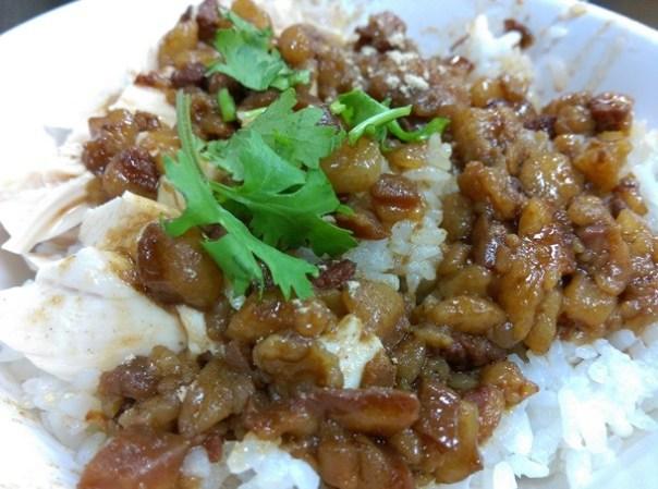 chickenrice5 新竹-東門城旁 但很不新竹的東門文昌雞飯 有趣的雞滷飯