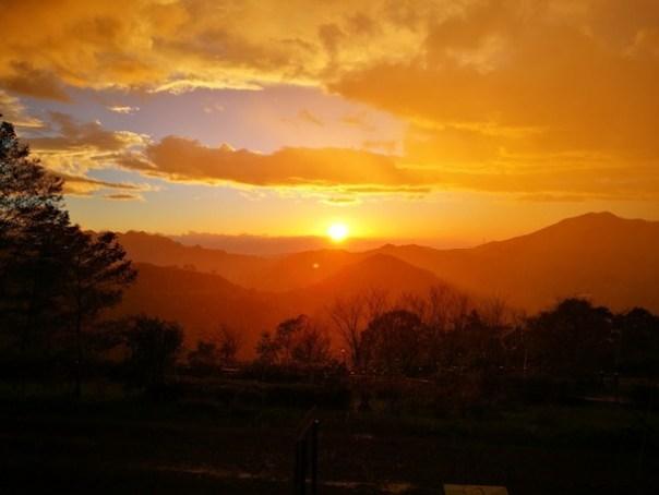 dongyen28 復興-東眼山 藍天白雲青山綠樹...景色壯觀視野開闊...還有美麗的彩虹