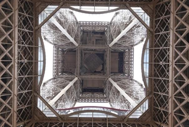 eiffle12 Paris-巴黎艾菲爾鐵塔La Tour Eiffel 藍天白雲綠地完美襯托優雅鐵塔