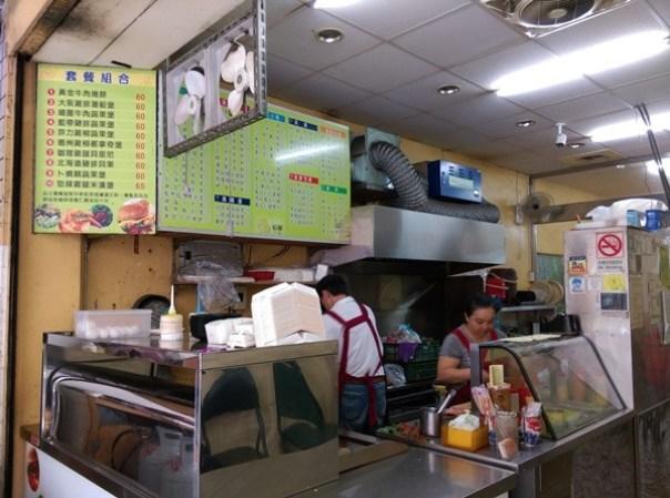 happyKitchen2 中壢-活采快樂廚房 簡單但好好吃啊!!招牌牛肉捲&酥脆蛋餅